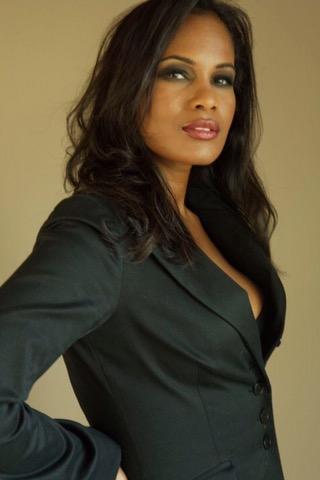 Robinne Lee