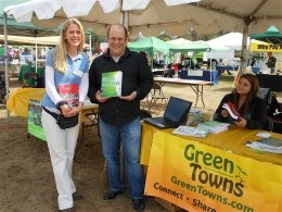 Green Day Connecticut with Daphne Dixon (left) while at the GreenTowns.com table!