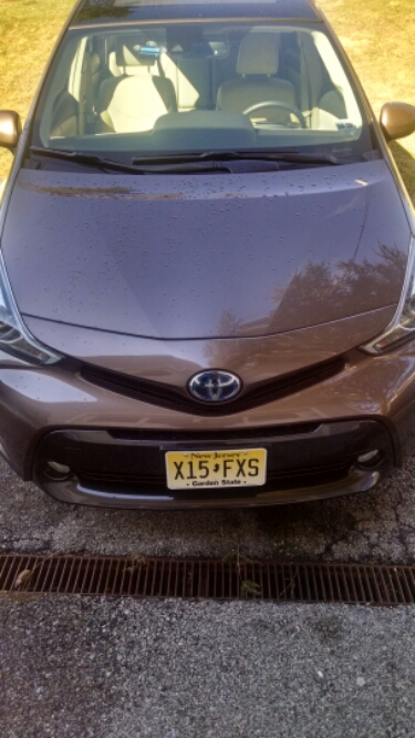 Toyota Prius v 2016 front