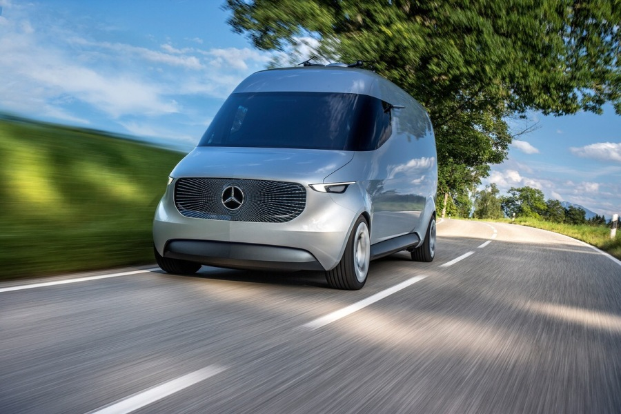 The vehicle is equipped with a 75 kW electric drive and – depending on the intended application – has a range of 80 km to approximately 270 km. With the Vision Van, deliveries are emission-free.