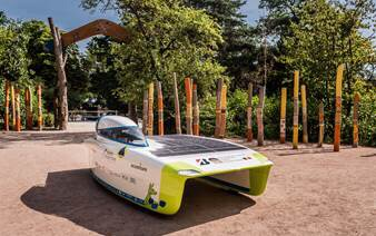 The KU Leuven team is using Twaron-based parts above the tracking box and in the driver safety canopy to allow electromagnetic signals to enter and leave the vehicle. Without this the car would not be able to send or receive communication or monitor signals.